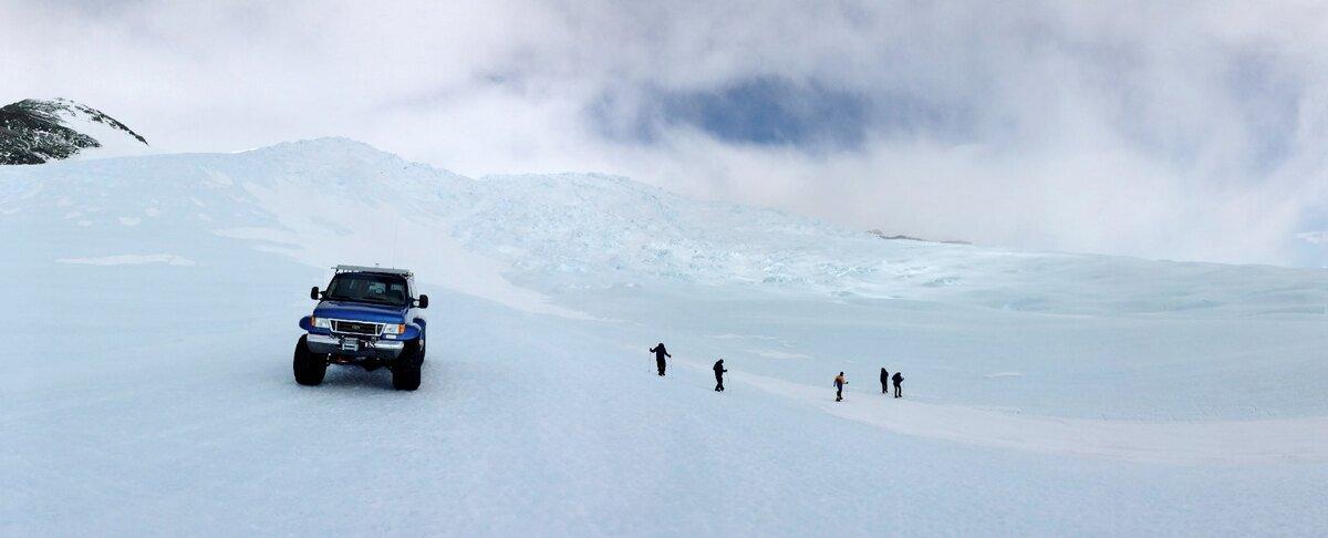 Van excursion to Drake Icefall