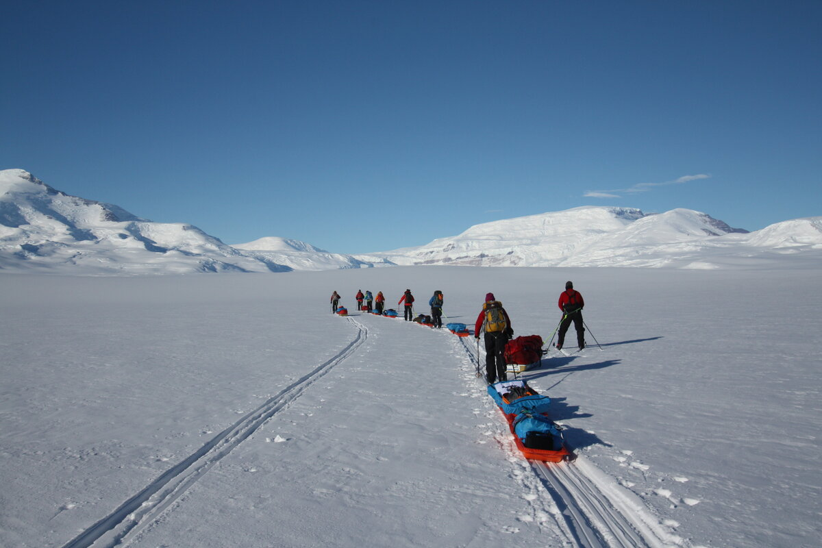 Team skis away from drop-off point, toward Axel Heiberg Glacier