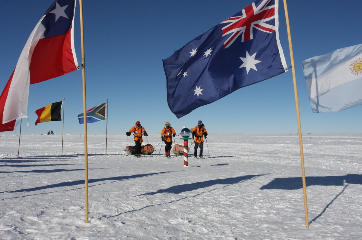 Team takes final steps to the Ceremonial South Pole