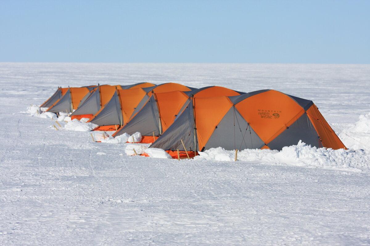 Mountaineering field tents