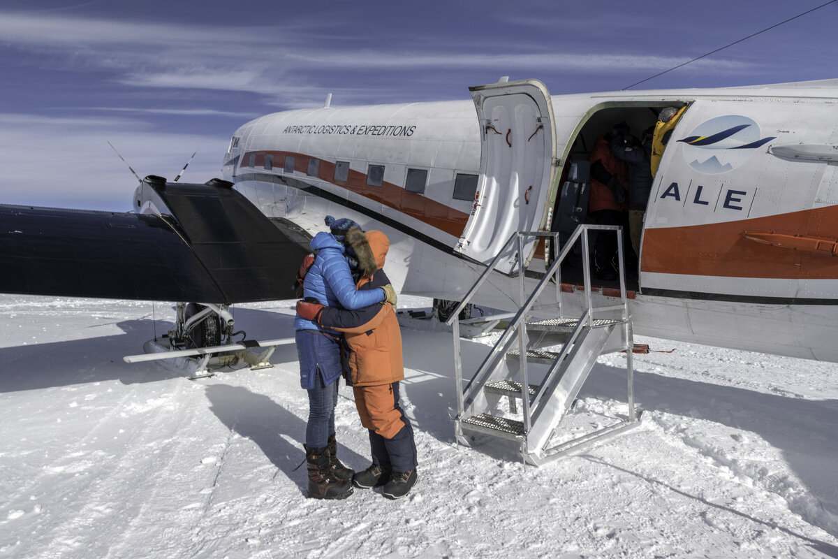 ALE's South Pole Camp Manager welcomes guests to 90u00b0S