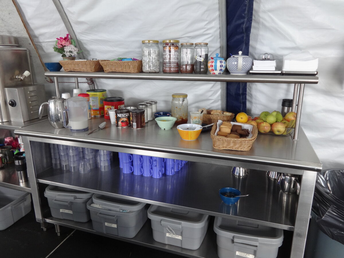 Hot drink and snack bar
