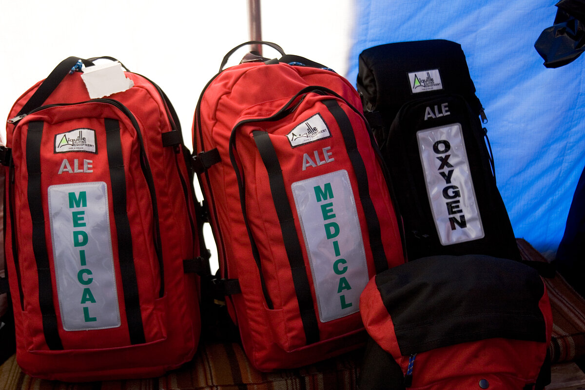 Field medical packs and oxygen
