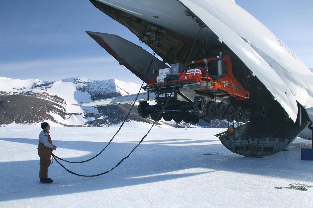 Onboard crane capacity 22,000 lbs (10 tonne)