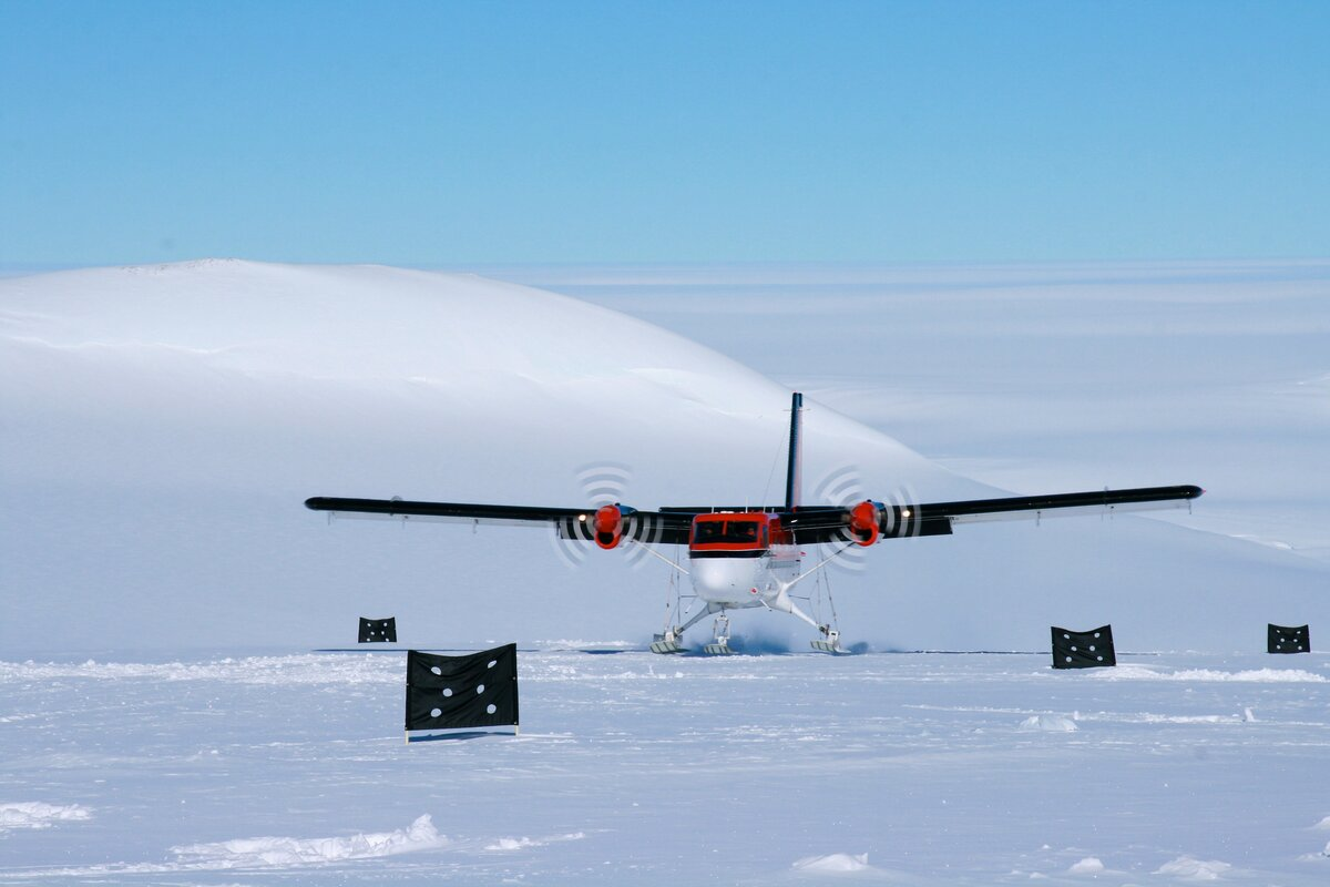 Twin Otter lands at Vinson skiway on Branscomb Glacier